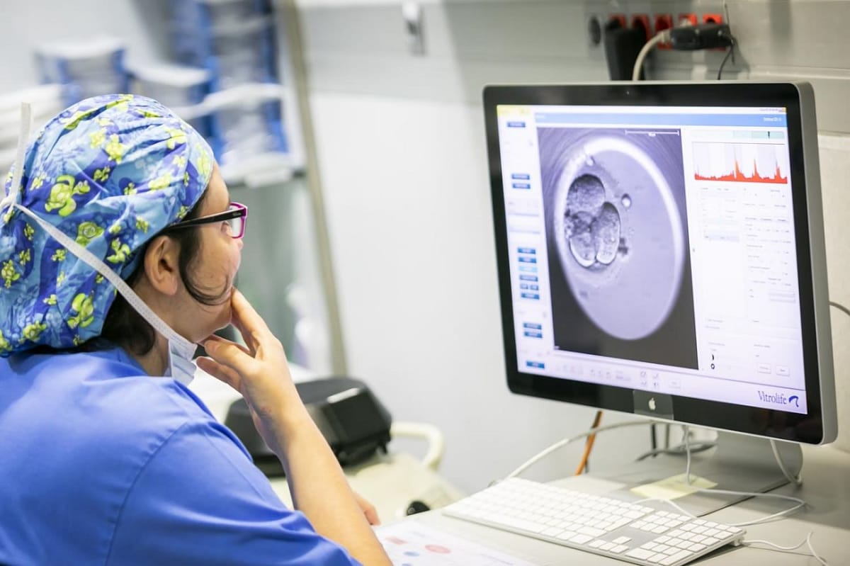 IVI réduit le taux de grossesses gémellaires jusqu'au 5% grâce aux transferts d'un seul embryon (SET)